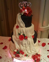Two Hearts as One Wedding Cake